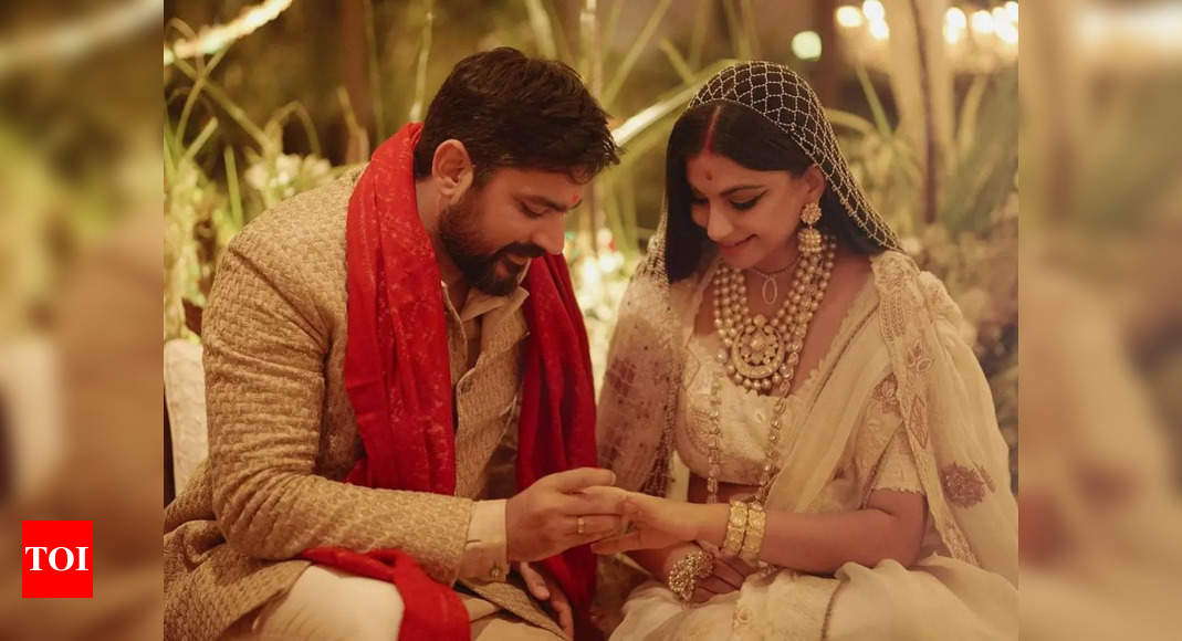 Rhea Kapoor celebrates Dussehra at her new house with hubby Karan Boolani – Times of India
