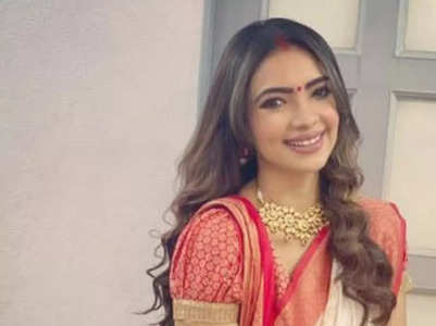 Pooja Banerjee performs puja of her new car