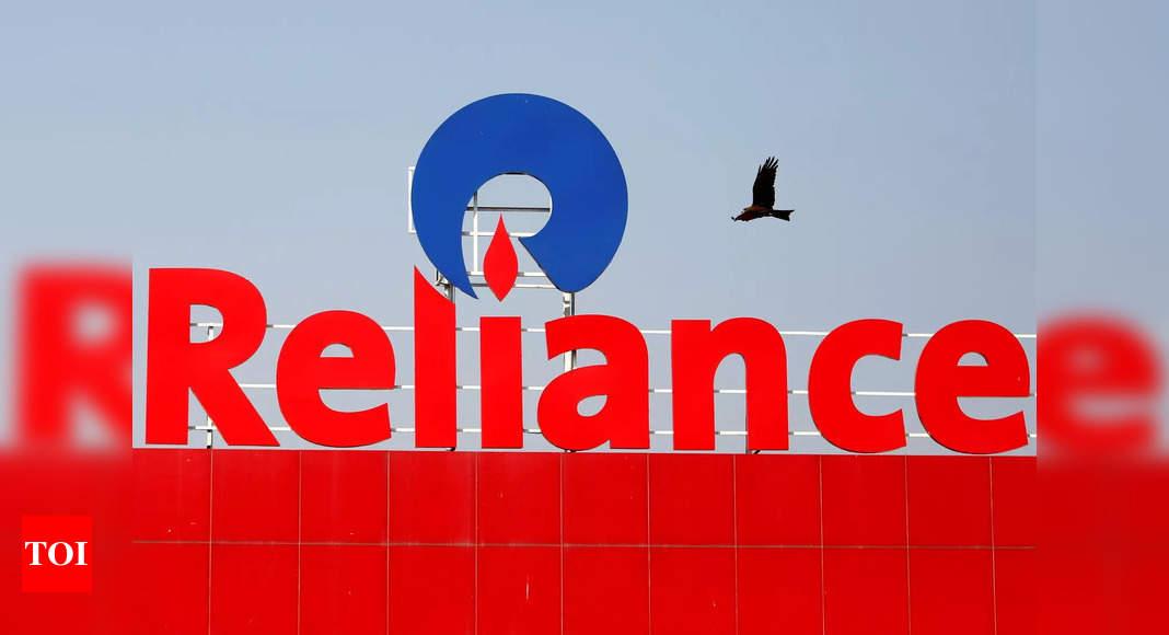 Reliance co buys 40% in Manish Malhotra brand