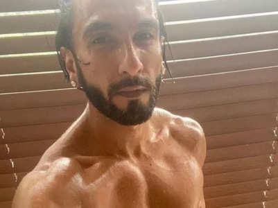 Ranveer Singh drops a shirtless selfie, pic