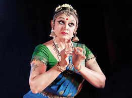 Shobana enthralls city folk with a magical performance
