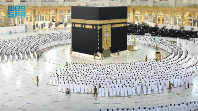 Grand Mosque in Mecca drops social distancing