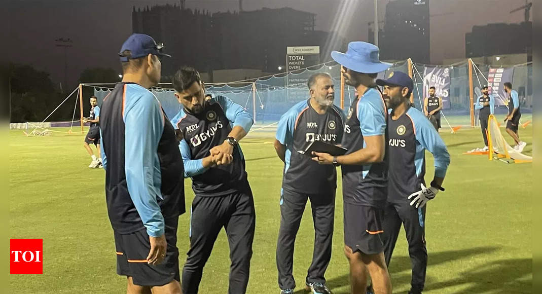 Dhoni joins Team India as Kohli & co. begin preparation for T20 World Cup