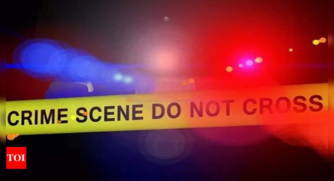 3 dead after knife attack on Arkansas officer: Police
