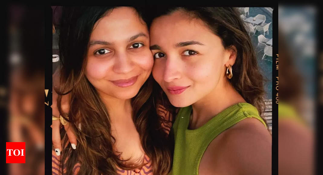 Shaheen shares a happy pic with sister Alia
