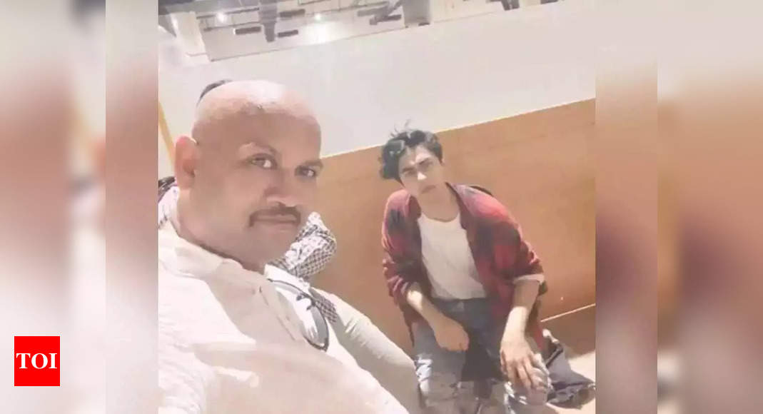 One who clicked a selfie with Aryan gets arrested
