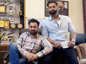 Viral video: Sharry Mann abuses Parmish Verma in a live session