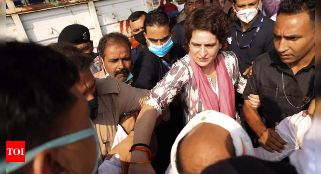 Priyanka Gandhi stopped by UP police on her way to Agra