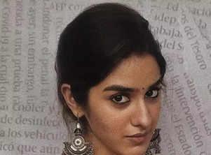 10 Splendid pictures of 'Agent' actress Sakshi Vaidya!