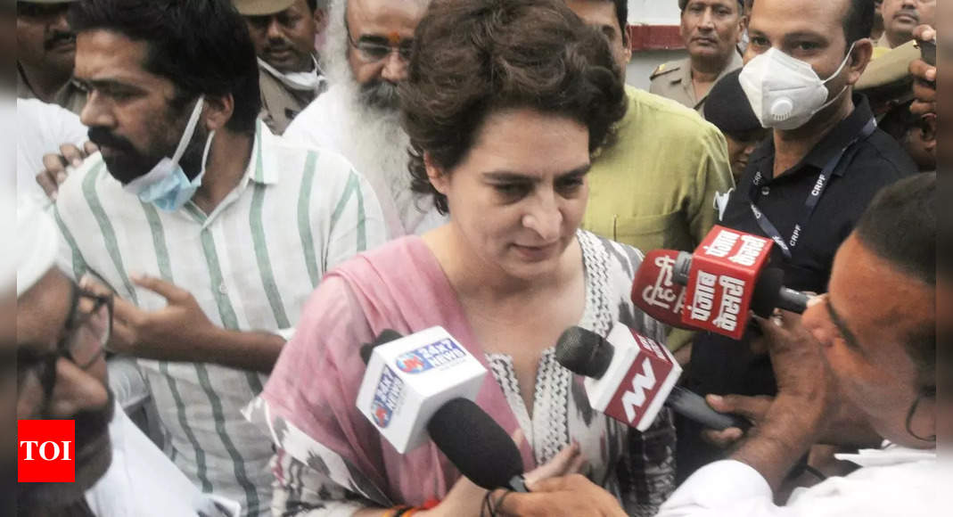 Priyanka Gandhi stopped briefly on way to Agra to meet kin of 'custodial death' victim, allowed to proceed later