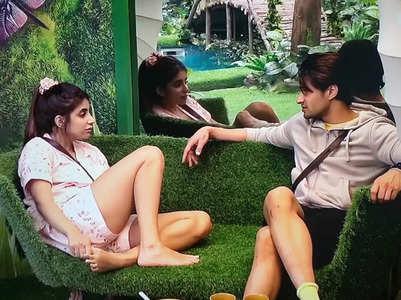BB15: Miesha asks Ieshaan if he is bisexual