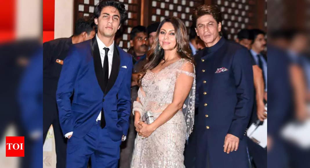 Aryan broke down on meeting dad SRK: Report