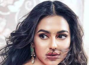 Stop & Stare! Nusraat Faria at her ethnic best