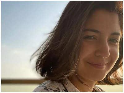 Anushka drops a flawless sun-kissed selfie