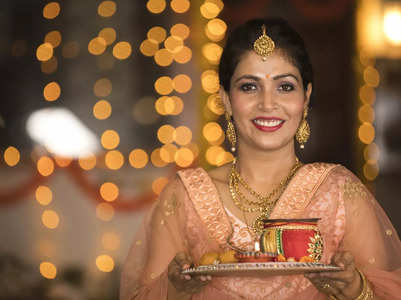 Karwa Chauth: Pictures and Greeting Cards