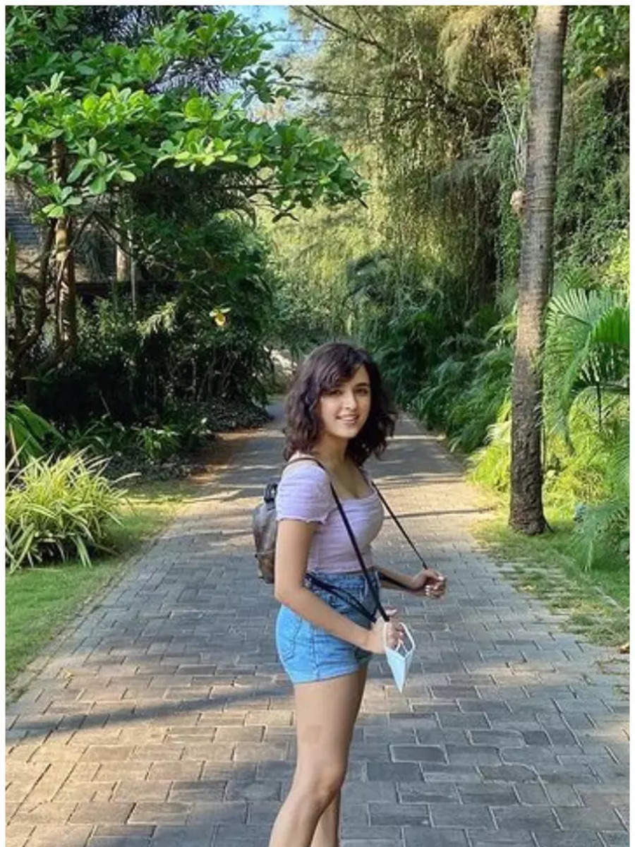 10 Cute Pictures of Shirley Setia