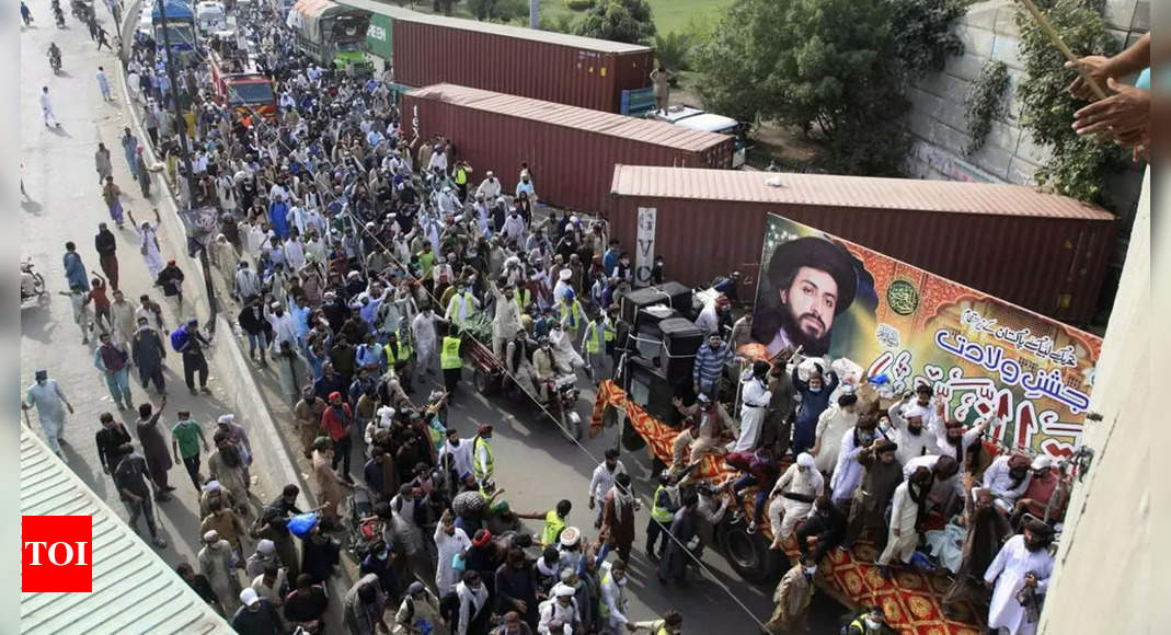 Thousands of Islamists continue marching to Pakistan capital