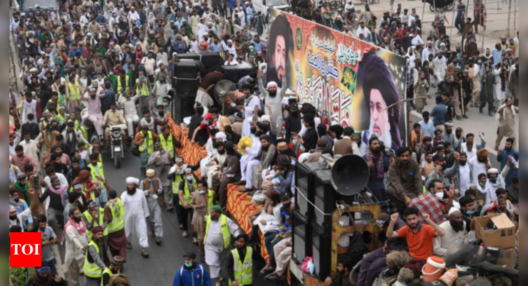 Pakistan: Toll rises to 10 in clashes over Islamist leader's release