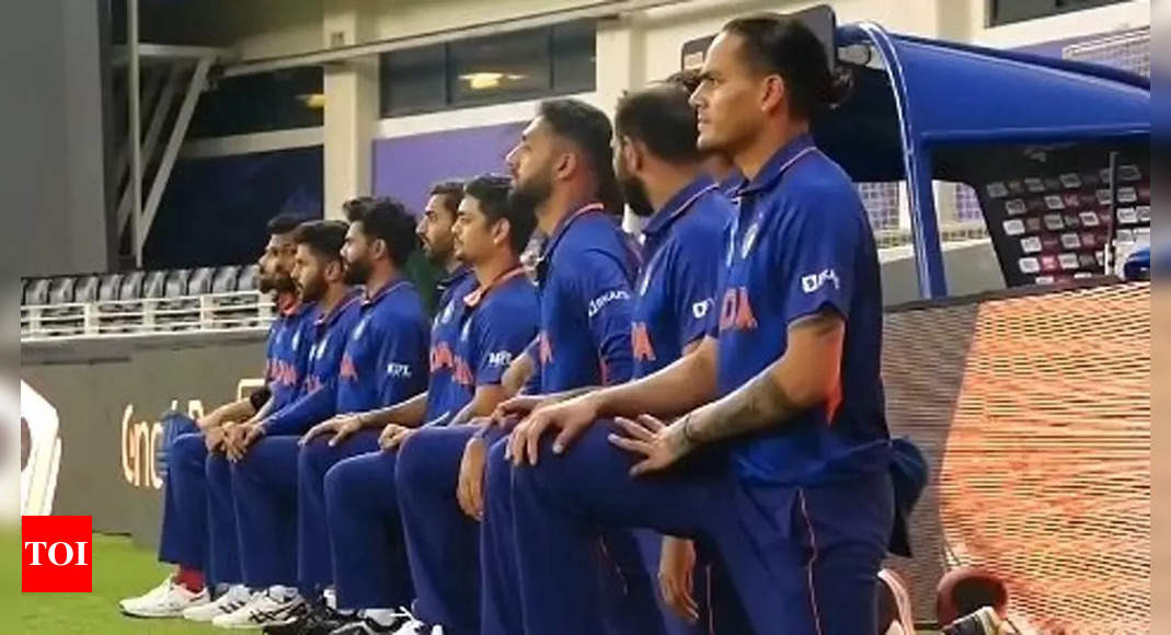 T20 WC: Indian players take the knee before Pakistan game