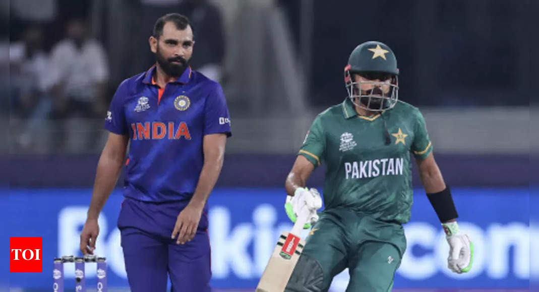 Past and present India cricketers back Shami after online abuse