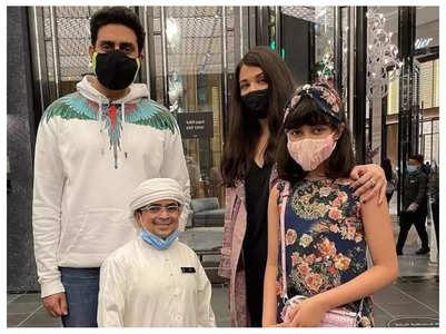 Aishwarya-Abhishek pose with a fan in Dubai