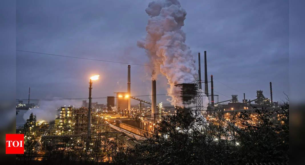UN warns world set for 2.7 degrees C temperature rise on current emissions pledges