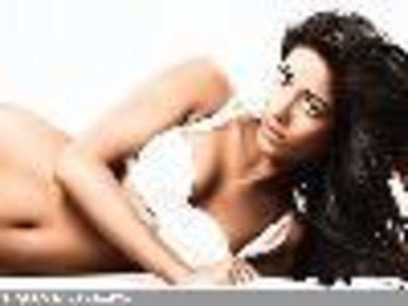 Showing my legs doesnt mean I will spread them: Poonam Pandey