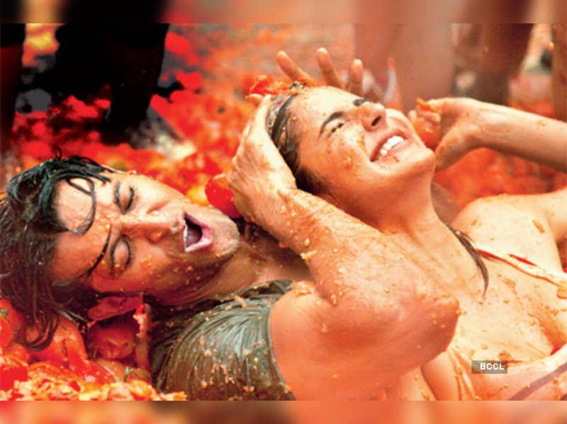 "Hrithik Roshan and Katrina Kaif in 'Zindagi Na Milegi Dobara' <a href=""http://photogallery.indiatimes.com/movies/bollywood/zindagi-na-milegi-dobara/articleshow/9198989.cms"" target=""_blank"">More Pics</a>"