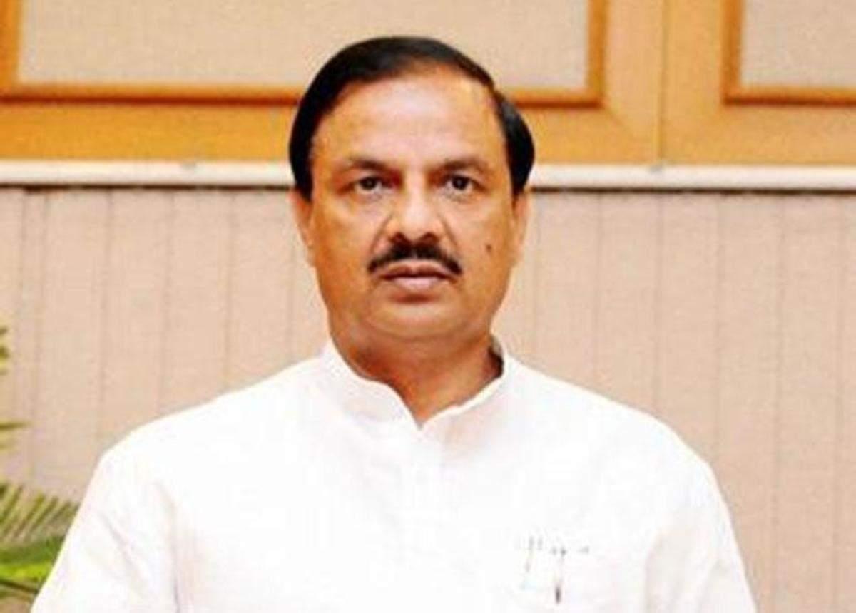 Don't wear skirts, Union culture minister Mahesh Sharma