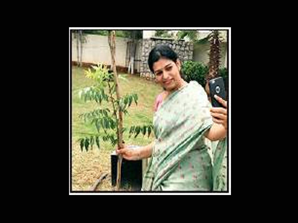 K  Kavitha: Babus, politicos get planting in Green India Challenge