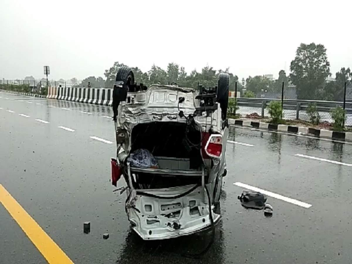 2 killed in road mishap on Agra-Lucknow e-way | Agra News - Times of
