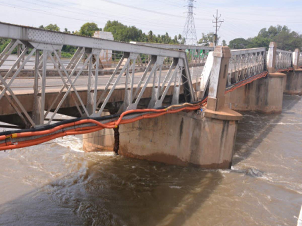 kollidam bridge: Major crack stops entry into old Kollidam bridge