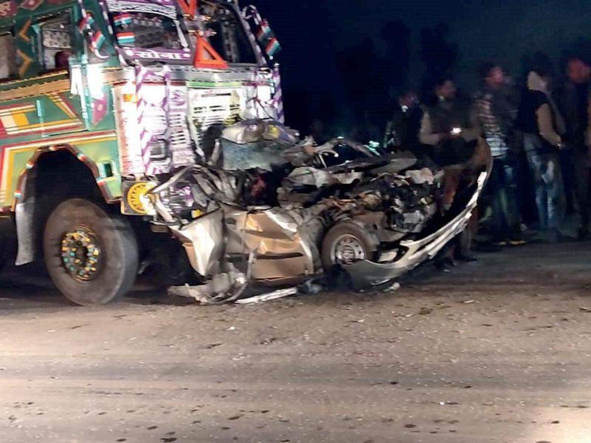 Five of family killed as truck rams into car on highway | Kanpur