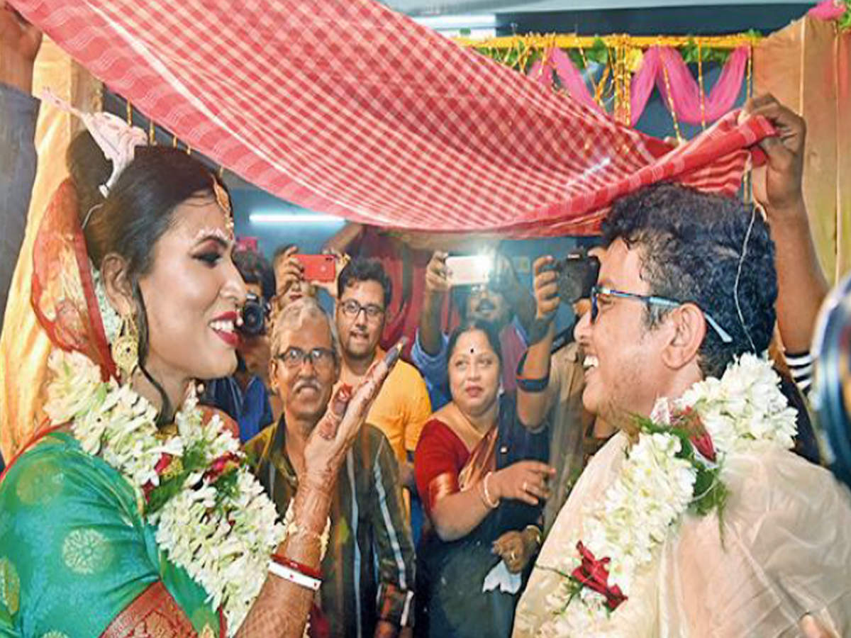 Transgender couple tie the knot in West Bengal's first 'rainbow