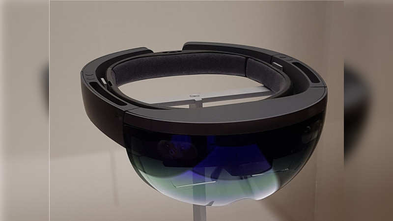 Microsoft HoloLens: 5 reasons why it is better than other VR headsets