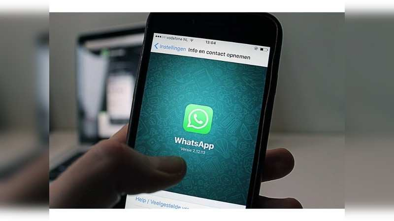 Read WhatsApp message without informing the sender