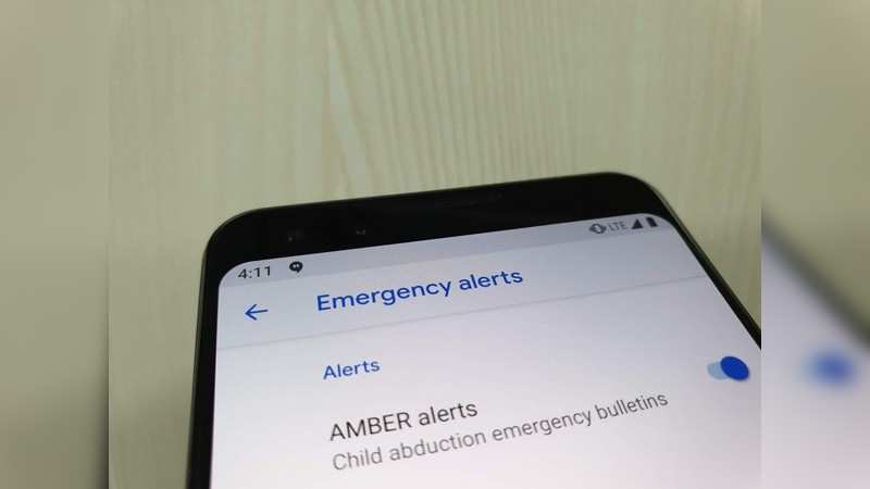 Google Pixel: In Pixel phones too, swiping up from the lock screen gives the option to dial the emergency number