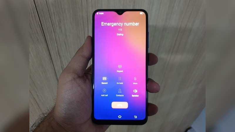 Oppo: Swiping up from the lock screen gives users the option to call the emergency number