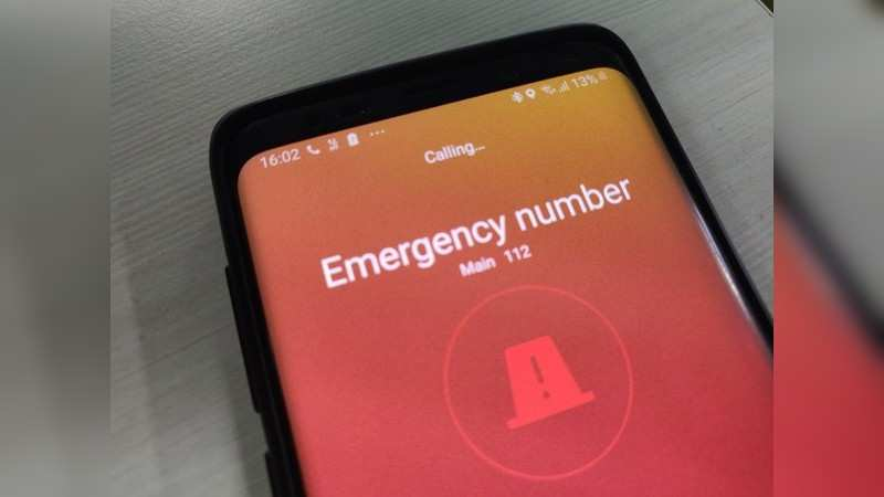Samsung smartphones: Pressing the power button thrice will dial the emergency number