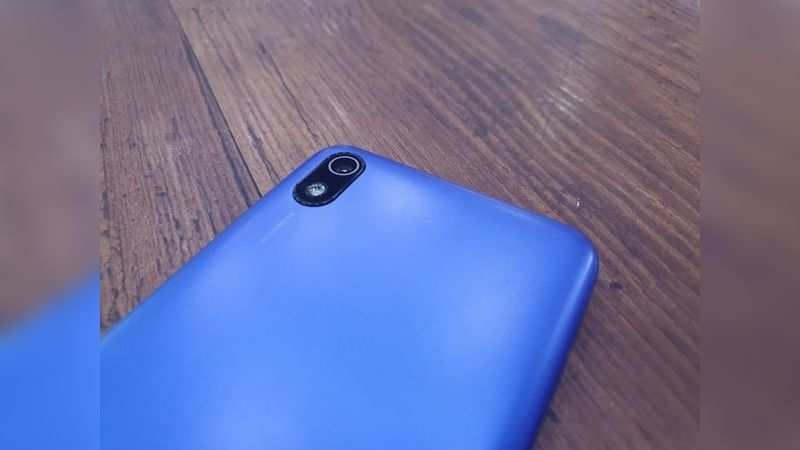 Xiaomi Redmi 7A houses a 4,000mAh battery and comes with a 10 watt micro USB charger