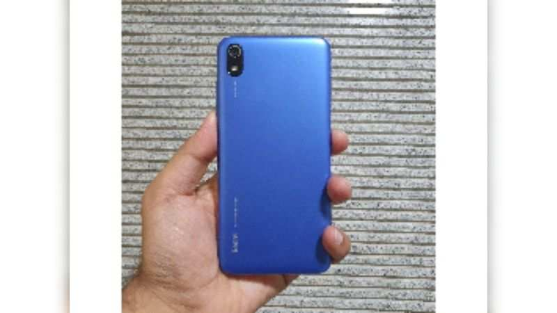 Xiaomi Redmi  7A looks average but it's compact phone which feels solid in the hands