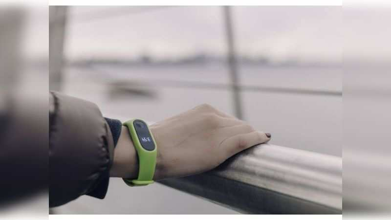 The fitness band should show notifications from smartphones to alert you of calls, messages and more