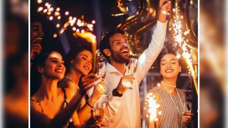 Cheap tickets to fake New Year's eve parties