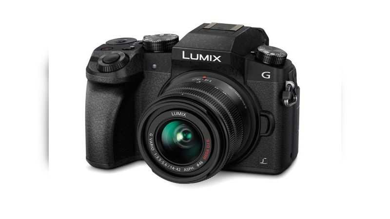 Panasonic LumixG7 16MP 4K mirrorless interchangeable lens camera is selling at Rs 35,990 with 28% discount