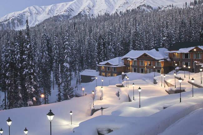 Honeymoon when it's snowfall time in Kashmir!