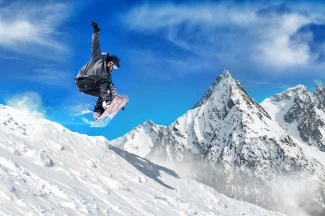 Unlimited skiing and snowboarding in Kashmir