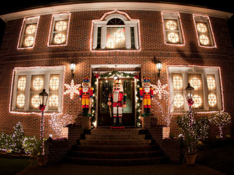 A Slice Of Brooklyn Christmas Lights And Cannoli Tour